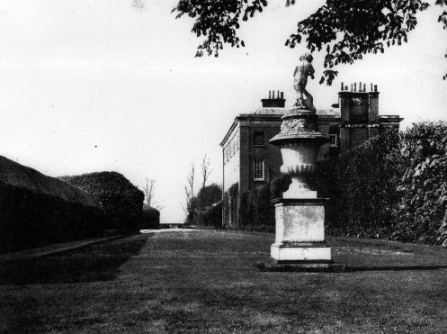 Hall Place Country Life 1938.jpg